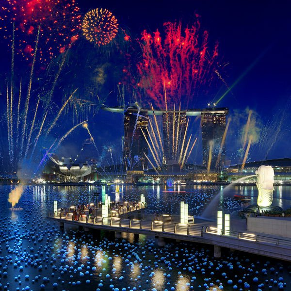 Looks like the Sky will bleed with Colors tonight @ Marina Bay... Wishing everyone a wonderful evening of fun & excitement! Happy New Year from Singapore!