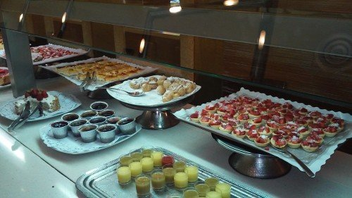 Evenia Lunch Buffet: incredibly tasty!