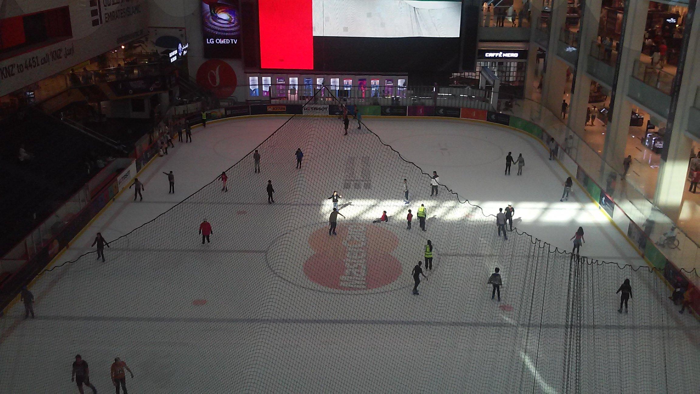 One Day in Dubai: Skating Rink in Dubai Mall