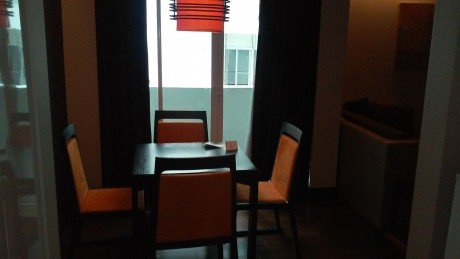 Radisson Suites Bangkok Sukhumvit: small dining area